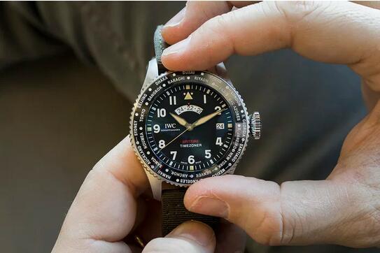 Tom Brady und sein Replika Uhren IWC Pilot Timezoner Spitfire Edition Längste Flug